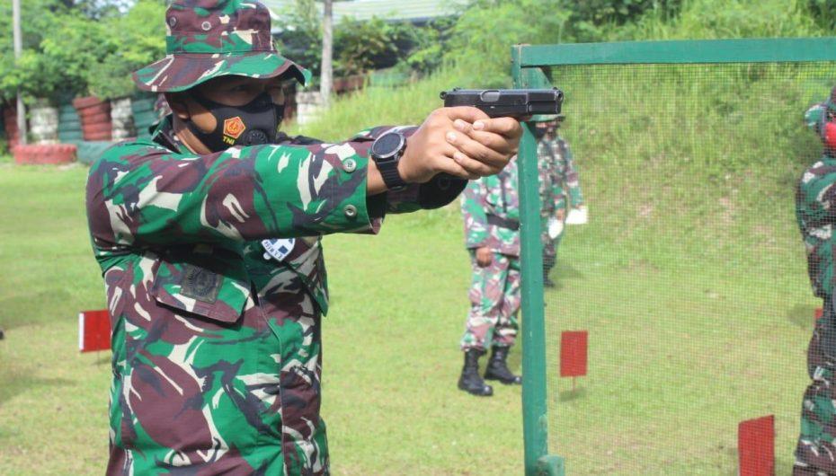 Dandim bersama Perwira Kodim 0411/LT Angkat Pistol