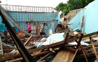 Diterjang Hujan Angin Gedung Sekolah Ambruk
