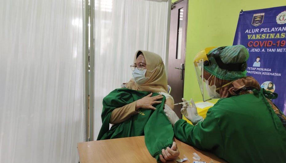Pemkot Metro Memulai Vaksinasi Perdana