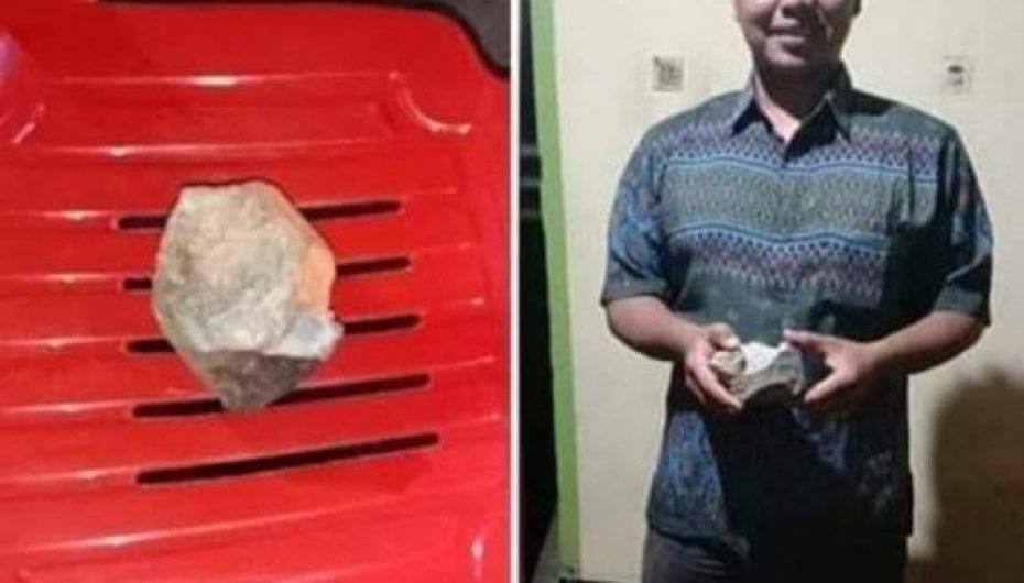 Geger Diduga Batu Meteor Jatuh di Pemukiman Warga