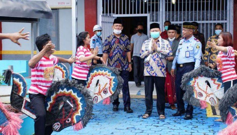 Dawam Raharjdo: Bersilaturahmi dan Memberikan Motivasi Bagi Warga Binaan Rutan Sukadana