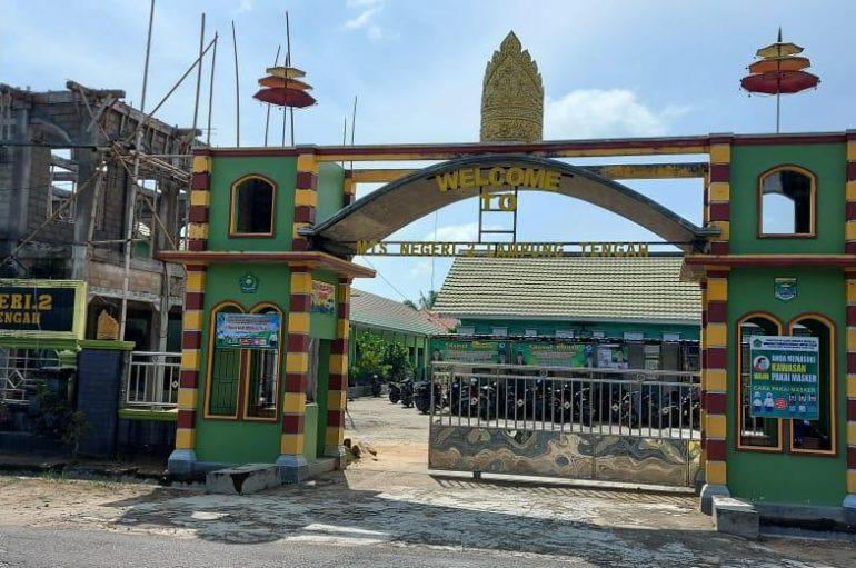 Swadaya Murni MTs Negeri 2 Bangun Masjid Megah