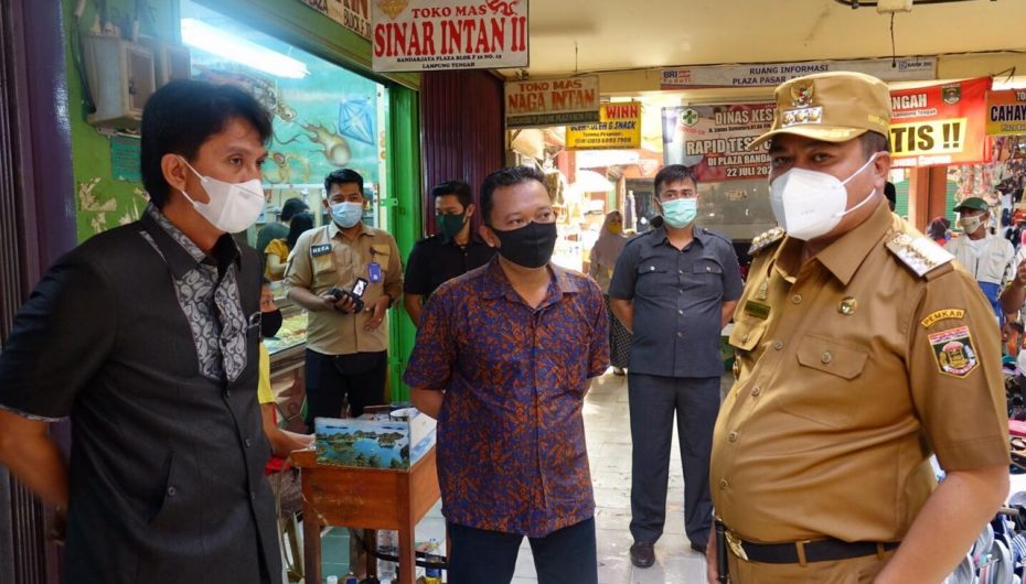 Pedagang Keluhkan Pasar Bandar Jaya Plaza Bocor, Bupati Lamteng Minta Pengelola Segera Perbaiki