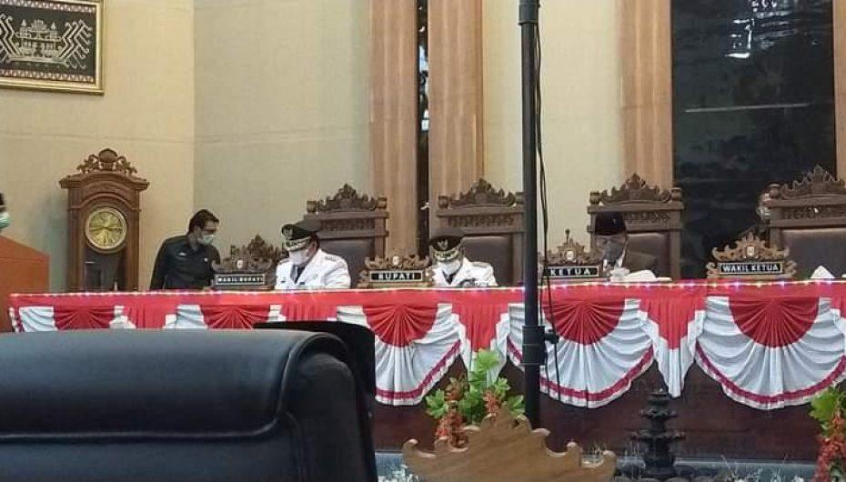 Bupati dan Wakil Bupati Lamtim Sampaikan Pidato Politiknya Pada Paripurna DPRD Lamtim