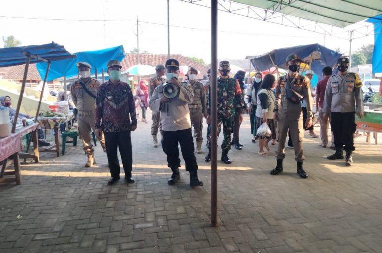 Bazar Ramadhan Pasar Sukadana di Grebek TNI Polri