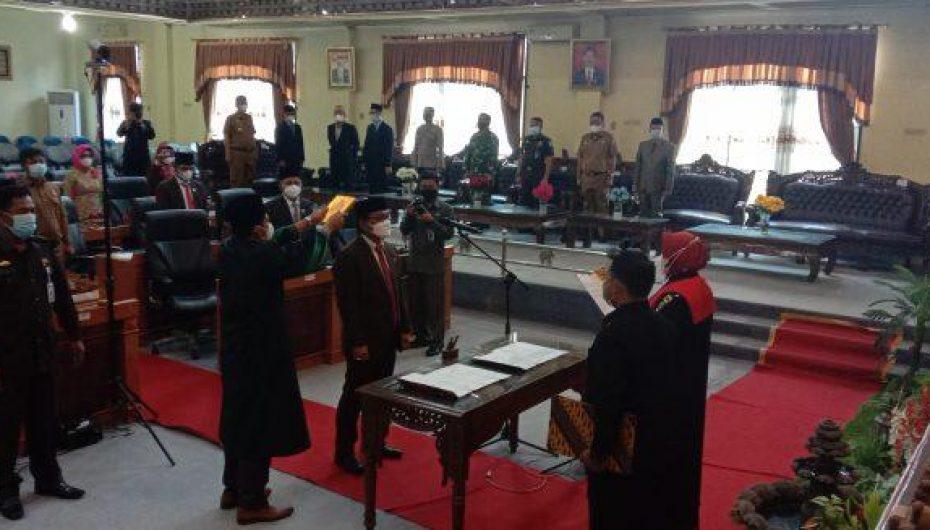 Nawawi Iskandar Resmi Dilantik Wakil Ketua DPRD Lamtim