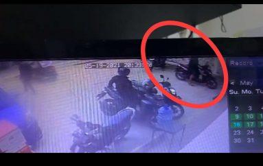 Maling Motor di Alfamart Metro Barat Terekam CCTV