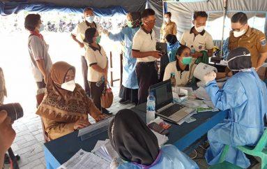 1.350 Guru Divaksin, Peserta Keluhkan Lambatnya Pelayanan Vaksinasi