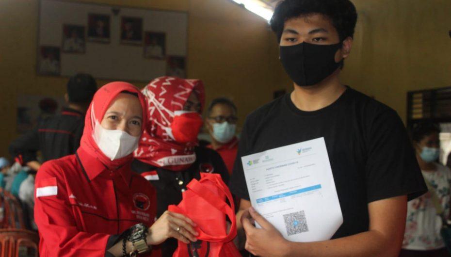 Megawati Soekarnoputri Beri Tali Asih ke Keluarga Korban Covid-19 di Metro