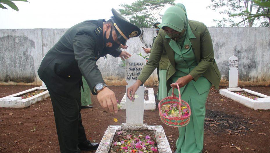 Peringati HUT TNI ke-76, Kodim 0429/Lamtim Laksanakan Ziarah Nasional