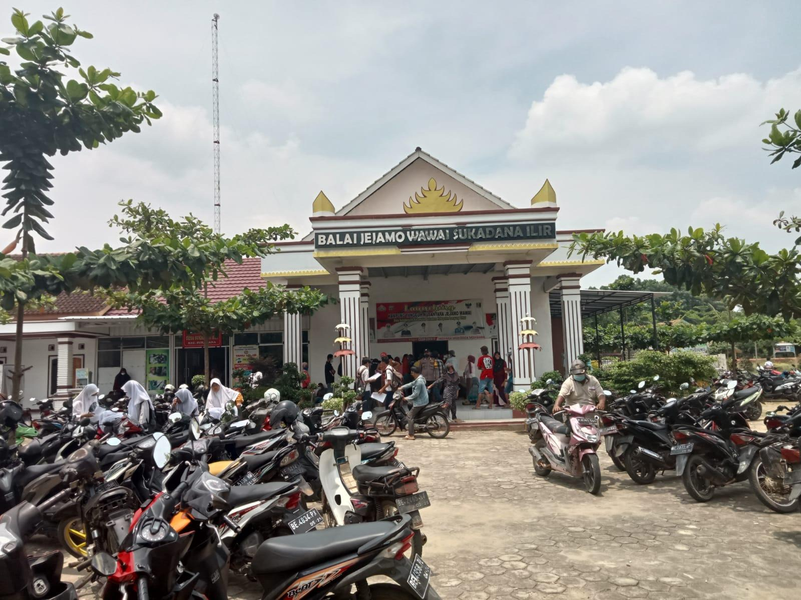 Balai Desa Sukadana Ilir di Serbu Ratusan Warga
