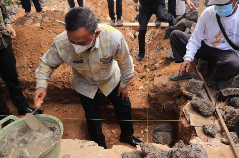 Qomaru Hadiri Peletakan Batu Pertama Pembangunan Asrama Miftahul Ulum